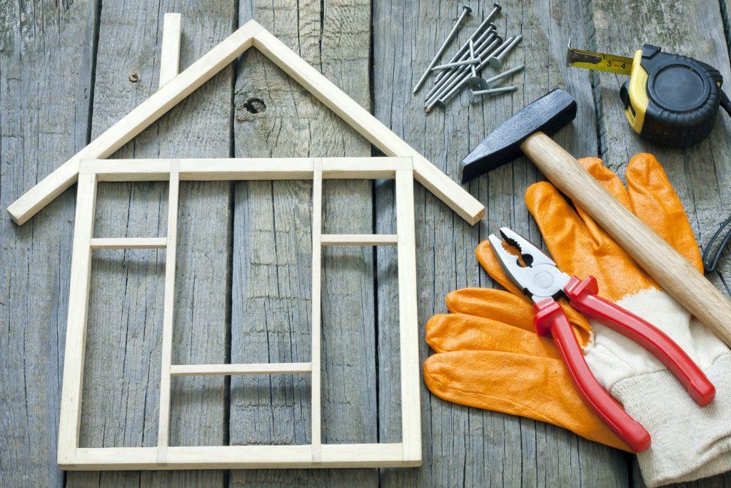 Att renovera sina gamla fönster är ibland bättre än att köpa nya.