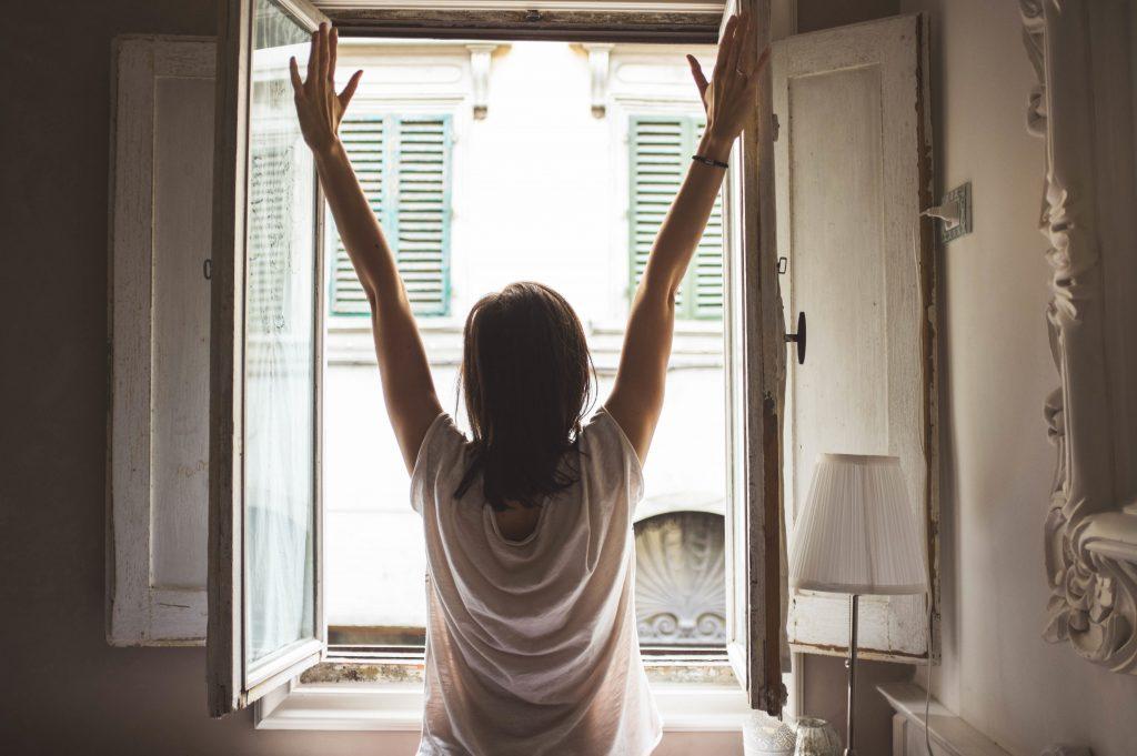 Det kan vara roligt att byta fönster. Vi hjälper dig till ett smidigare fönsterbyte!