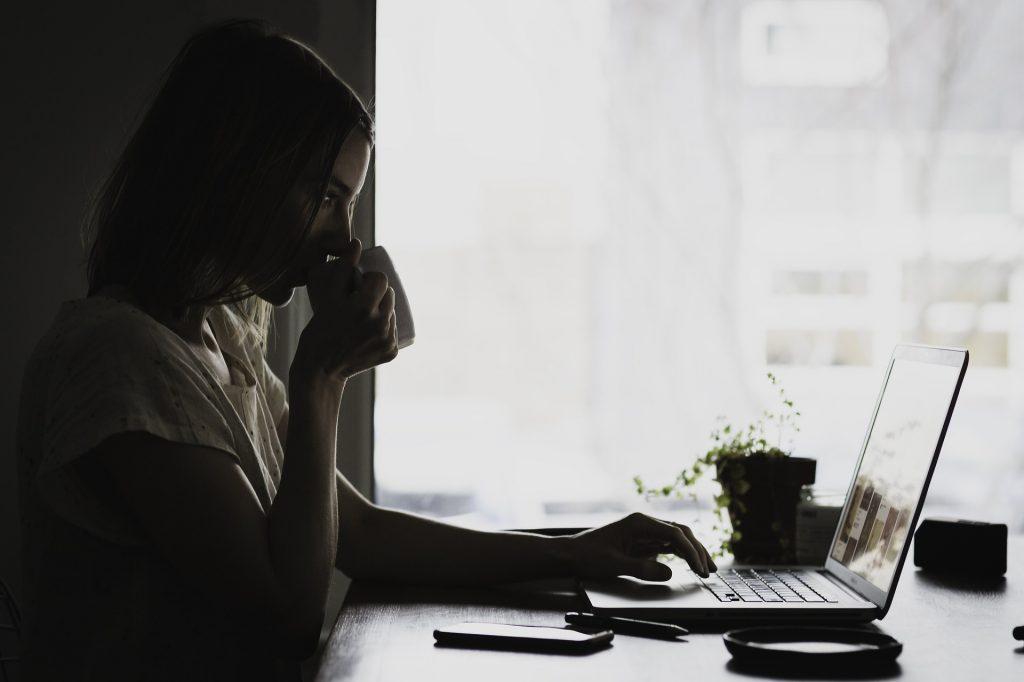 Många undrar vad byta fönster kostnad kan ligga på. Att söka på internet och be om en offert online är både smidigt och smart.