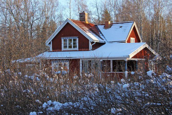 Att byta fönster på sin villa kan leda till en stor besparing genom sänkta uppvärmningskostnader.