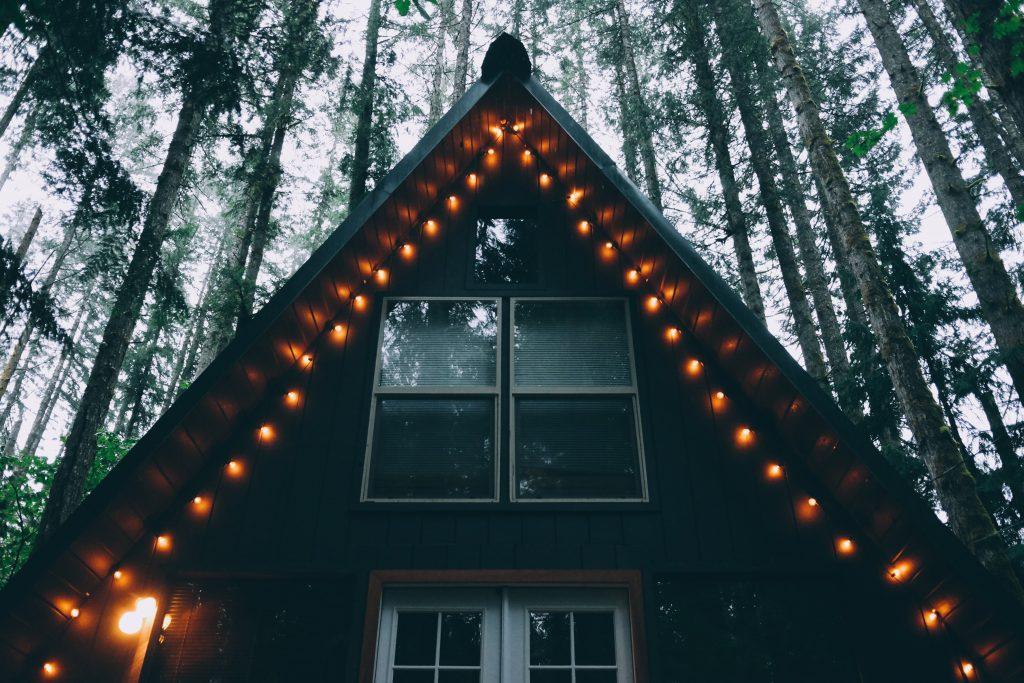 Det är vanligt att byta till olika typer av fönster på samma hus.